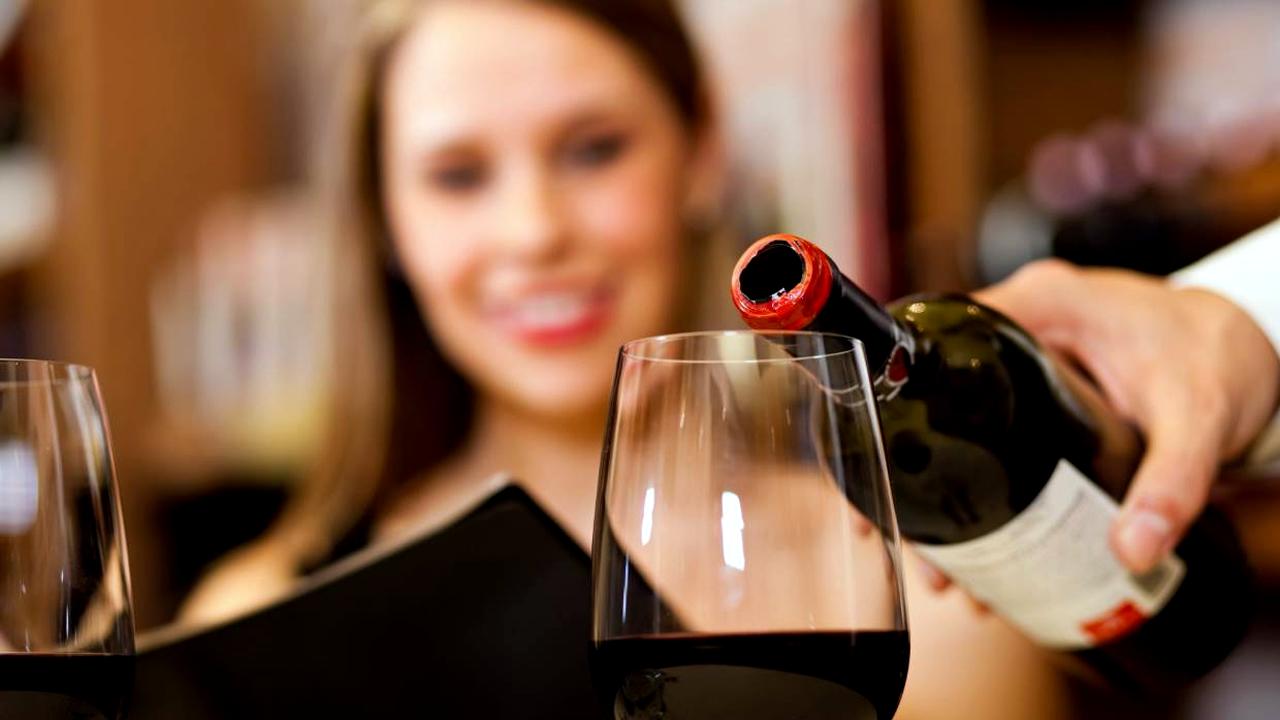Antioxidante del vino podría atenuar la gravedad del covid-19