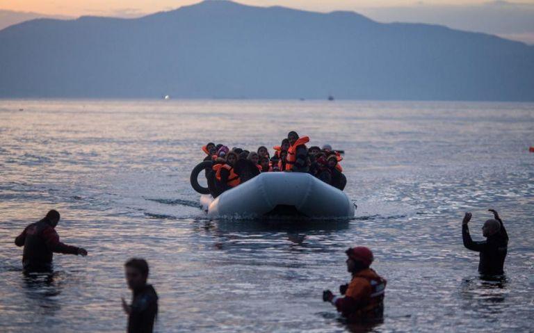 Μέλη ΜΚΟ έκρυβαν πρόσφυγες σε σπηλιές νησιών