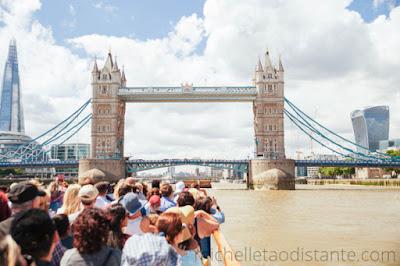 Passeio de barco pelo Tâmisa, Londres, Inglaterra.
