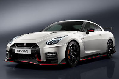 Nissan GT-R Nismo (2017) Front Side