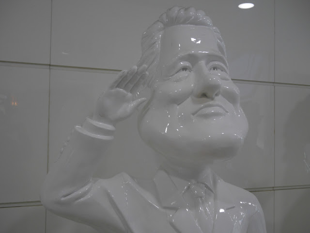 statue of Bill Clinton in Dalian, China