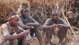 हादज़ा जनसमूह की विशेषताएं बताईये - Describe the characteristics of the Hadza population