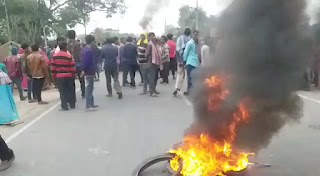युवक की हत्या से आक्रोशित लोगों ने  समस्तीपुर -रोसड़ा बायपास सड़क को किया घंटो जाम, हत्यारा को गिरफ्तार करने की मांग पर अरे।