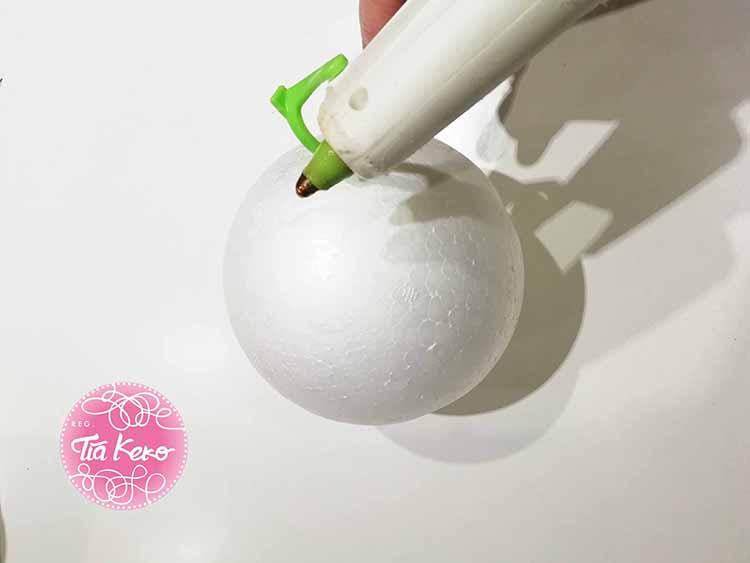 Mu eco de navidad con bolas de corcho blanco handbox - Manualidades corcho blanco ...