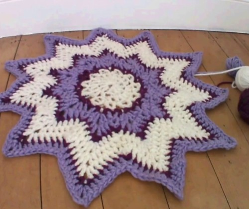 Finger Crocheted Star Rug - Tutorial