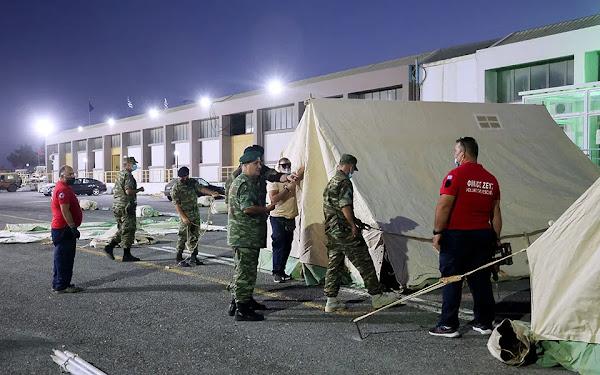 Κρεβάτια σεισμοπαθών σε κλειστό γήπεδο ΜΟΝΟ για…εμβολιασμένους!
