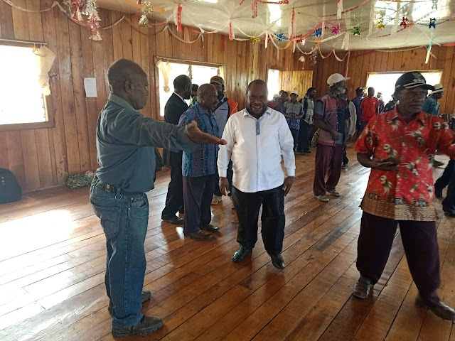 Wakil Bupati Dinus Wanimbo, SH. MH Kabupaten Tolikara, Menghadiri Acara Wisuda, Penamatan Sekolah Alkitab