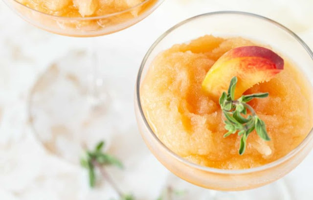 Moscato Peach Wine Slushies #drinks #wine