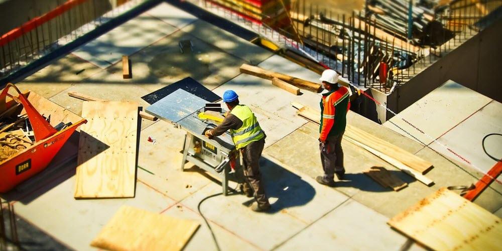 El sector de la construcción en Zaragoza: jornadas de 12 horas, fines de semana y altas en otras provincias