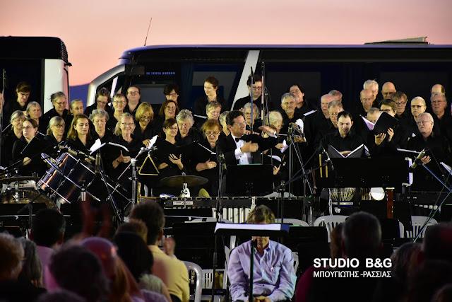 Η πολυπληθής χορωδία του Yale και η Ορχήστρα Academica Αθηνών στο 28ο Φεστιβάλ Ναυπλίου