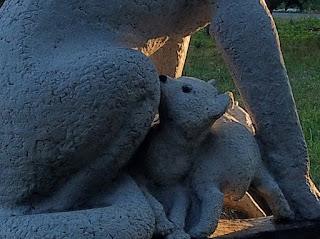 Прогрес, Покровський р-н, Донецька обл. Пам'ятник вовчиці - засновниці назви водного потоку