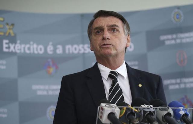 Bolsonaro quer eliminar multa para condutor que transportar criança sem cadeirinha
