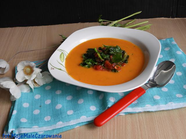 Zupa krem z dyni z pomidorami i szpinakiem - CZYTAJ DALEJ