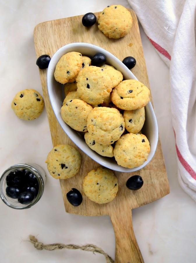 Galletas de queso y aceitunas negras receta