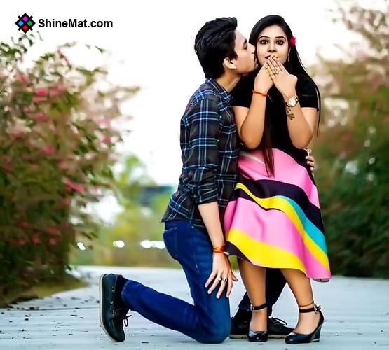 Sweet Surprising Couple Romantic Kissing   ShineMat.com