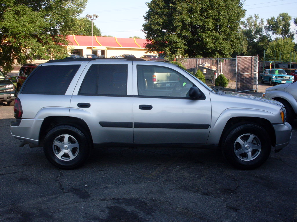 Chevrolet Trailblazer Silver on 2002 Dodge Durango White
