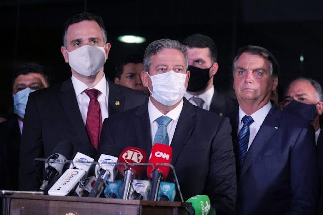 Lira e Pacheco recebem de Bolsonaro MP que autoriza privatização da Eletrobras