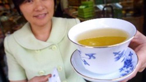 Bisakah teh hijau meningkatkan kekuatan otak Anda dan mengobati penyakit?. Gambar dari CNN.COM