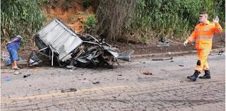 Batida entre carros mata quatro pessoas da mesma família