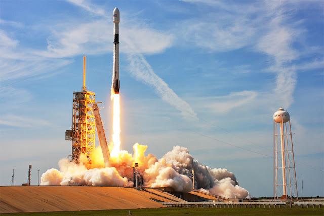 SpaceX ने ऐतिहासिक परीक्षण उड़ान पर NASA के लिए पहली बार Astronauts को अंतरिक्ष में भेजा
