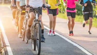 Bersepeda versus berlari: Latihan mana yang lebih baik, dan mengapa?