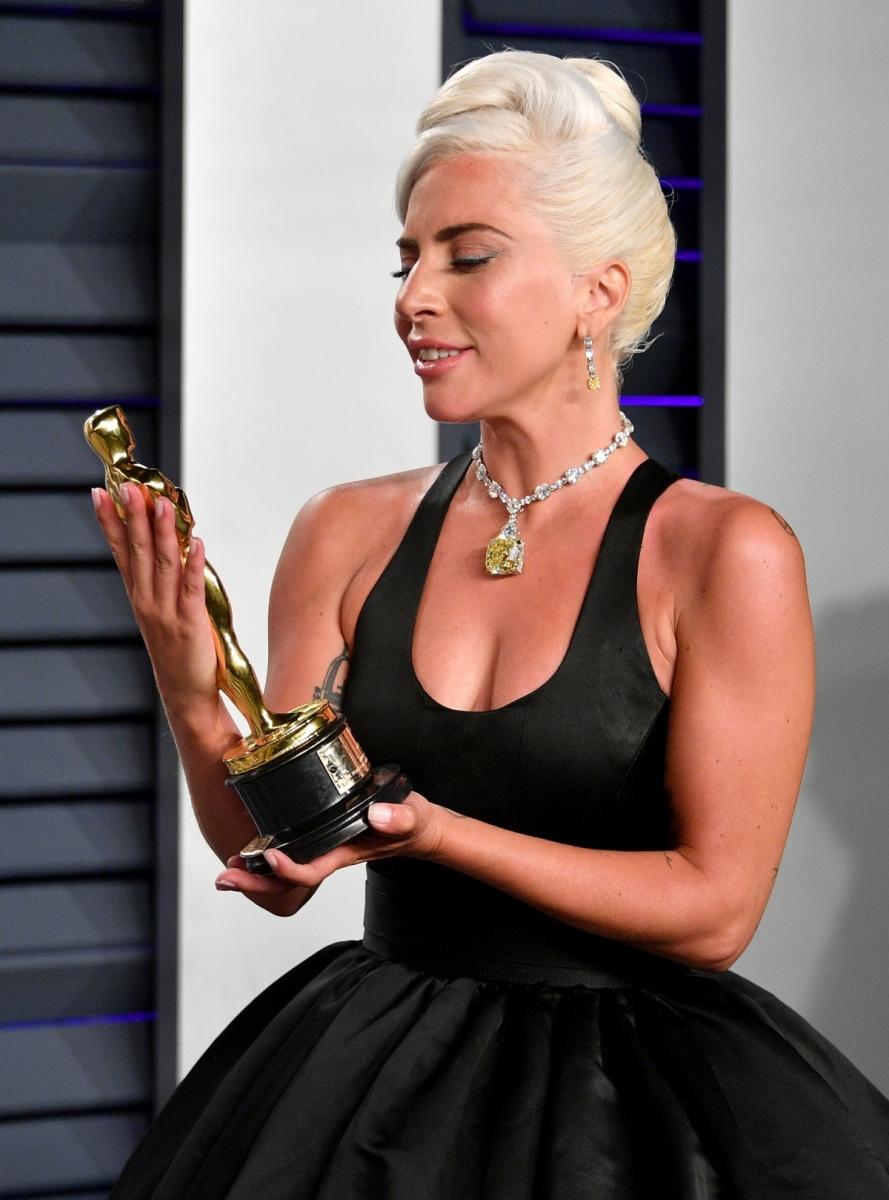 36b9811d4 O icônico colar usado por Lady Gaga no Oscar