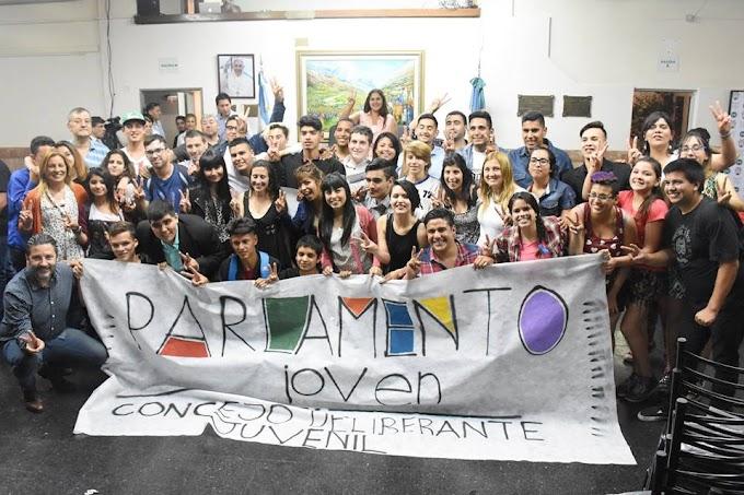 24 concejales juveniles asumieron en el Parlamento Joven de Merlo