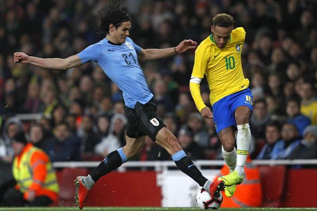 Bị xâu kim, dính thẻ, Cavani nặng lời, tố Neymar ăn vạ