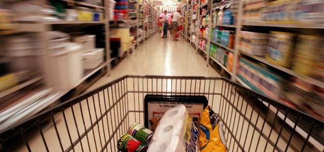 Datos: con hiperinflación y recesión mejora la confianza de los consumidores venezolanos