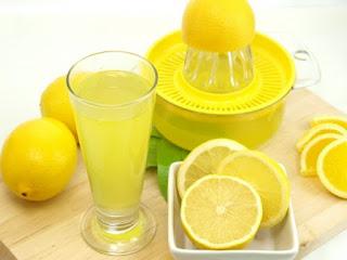 menghilankan jerawat dengan jus lemon