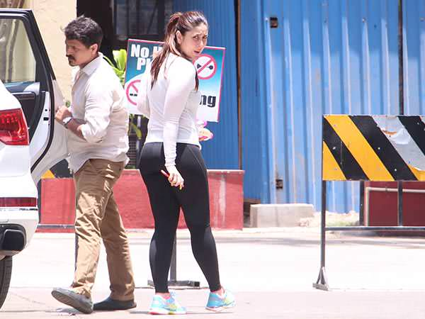 Kareena Kapoor Hot Booty Spotted Outside Her Yoga Class....