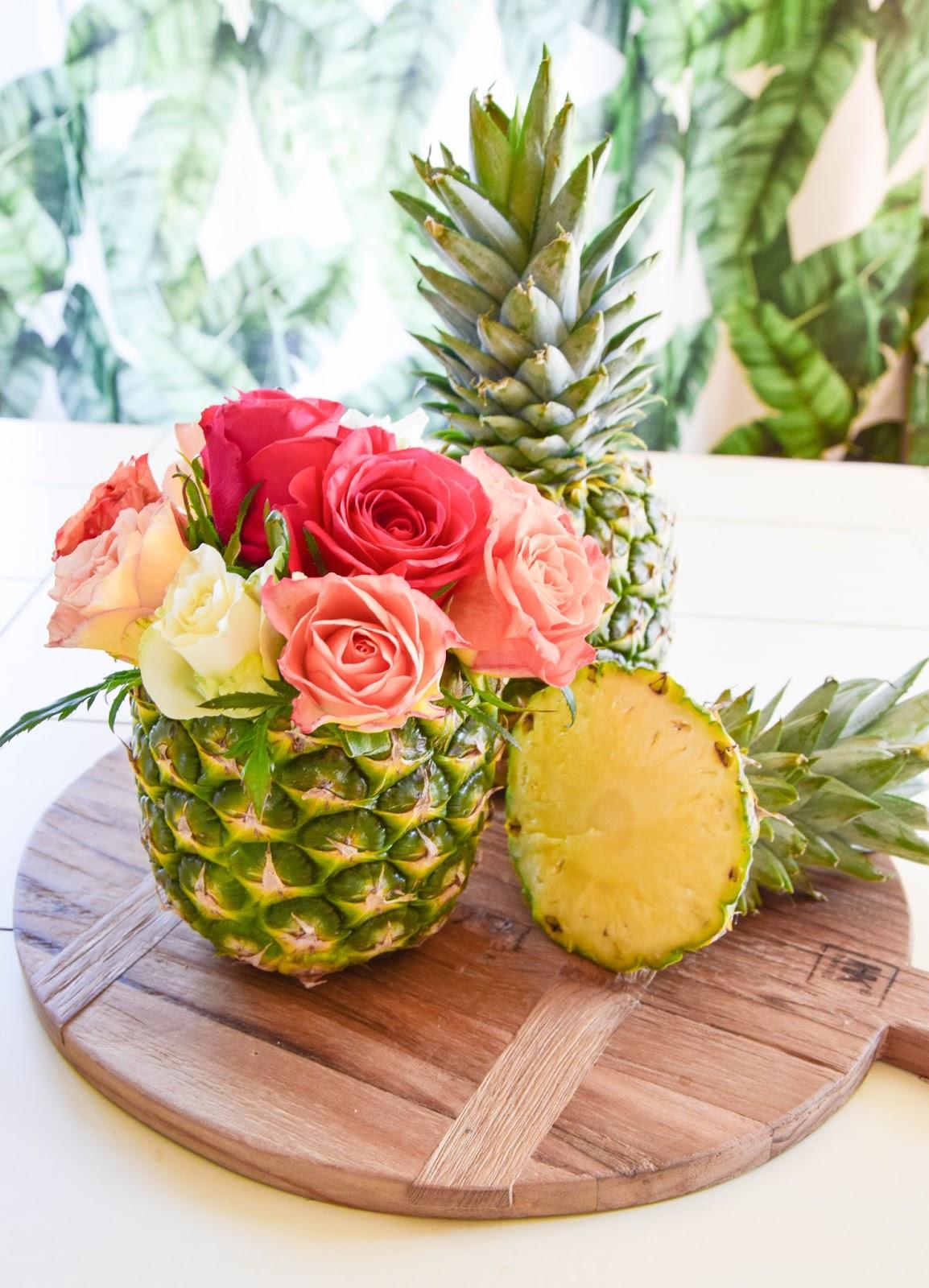 DIY Vase aus Ananas: einfach und in 5 Minuten fertig! Tischdeko für die Sommerparty. Sommer Deko Dekoration