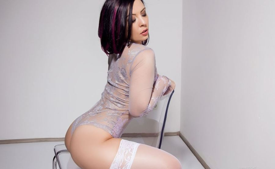 https://www.glamourcams.live/chat/Sophisticat