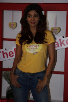 Shilpa Shetty super cute fit in Yellow T Shirt 02.JPG