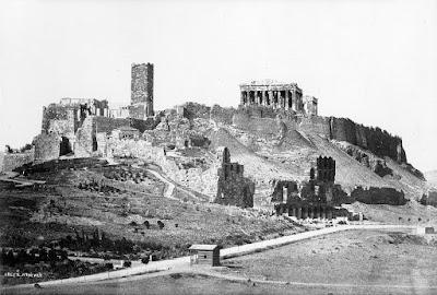 Κάποτε υπήρχε ένας φραγκικός πύργος στην Ακρόπολη, ως αποθήκη αλατιού αλλά και ως φυλακή