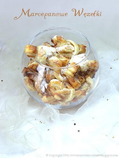 ciasteczka marcepanowe węzełki z ciasta francuskiego