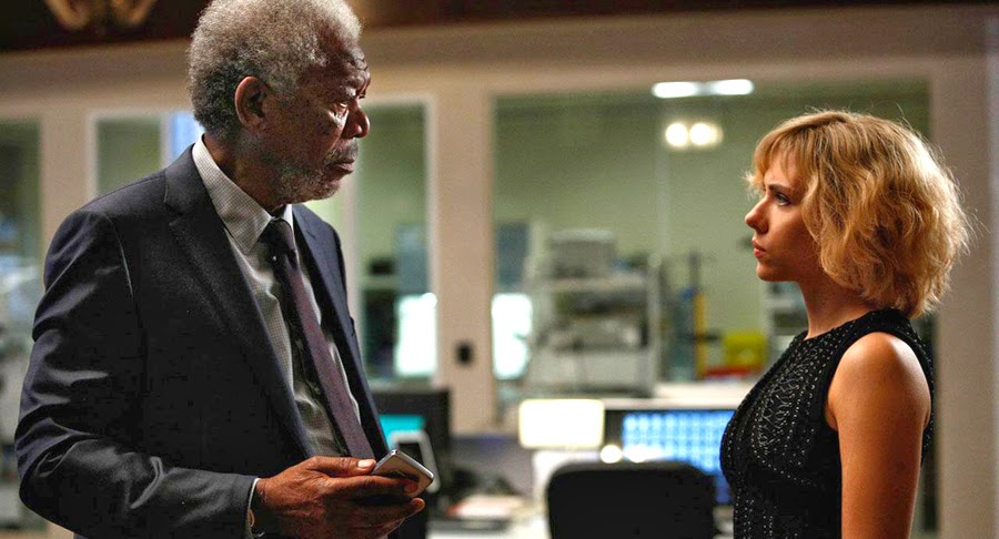 Morgan Freeman şi Scarlett Johansson în thriller-ul Lucy