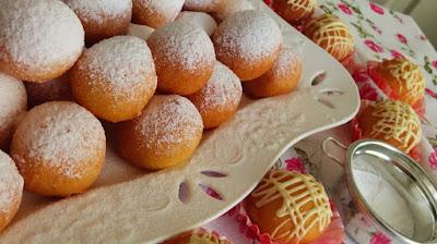 Fritule s bijelom čokoladom / Mini donuts with white chocolate