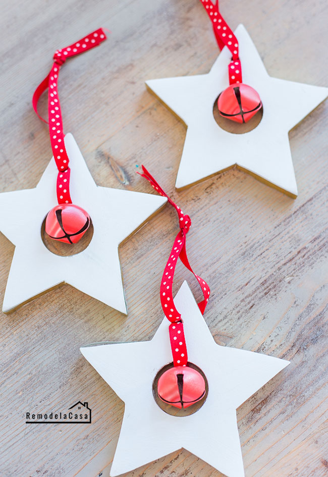Wooden starts - red and white Christmas decor
