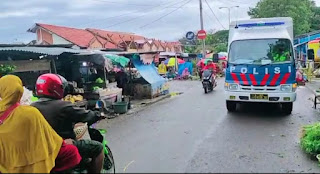 Unit Dikyasa Polres Bone Imbau Warga di Pasar Palakka Patuhi Protokol Kesehatan