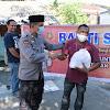 Kabag SDM Polres Takalar, Bagikan Paket Sembako ke Warga