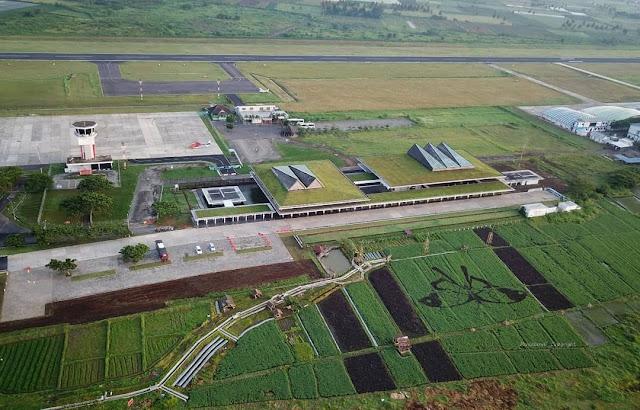 Landasan pacu Bandara Banyuwangi.