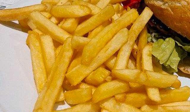 3 عواقب سلبية لتناول الاطعمة المقلية