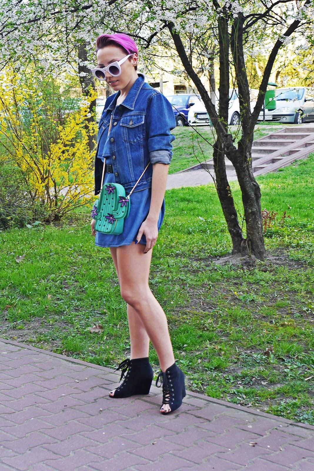 jeansowa_sukienka_torebka_kaktus_biale_okulary_koty_karyn_blog_120417d