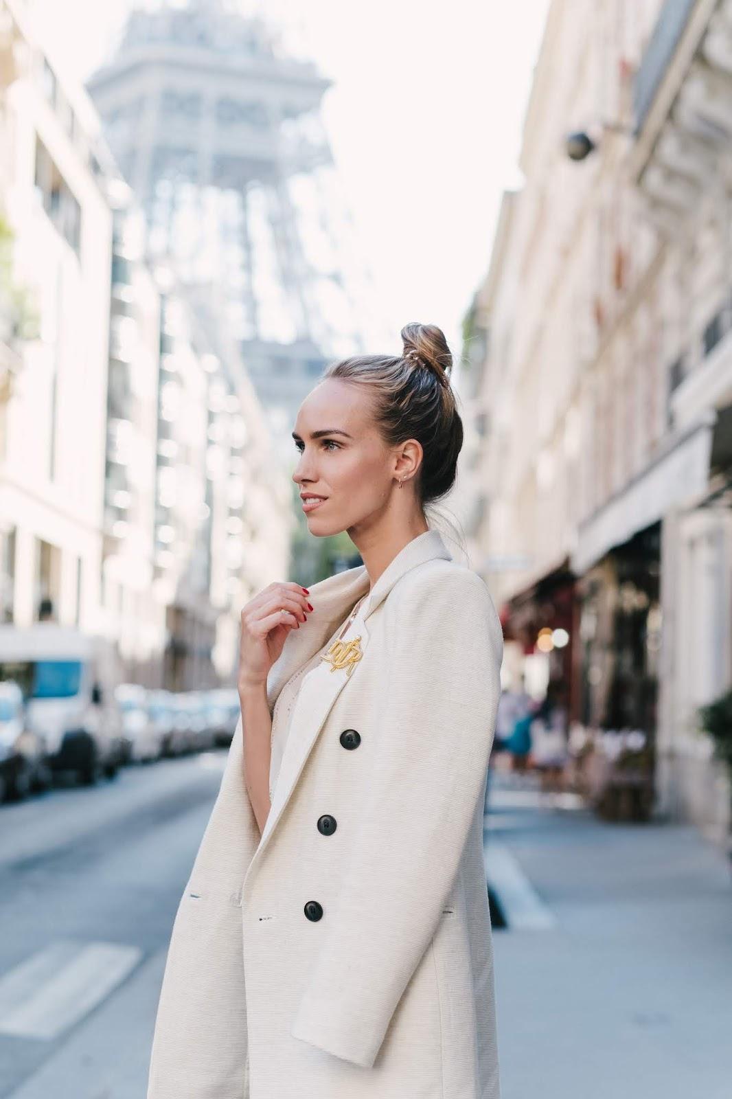 parisian street style outfit summer white blazer eiffel tower