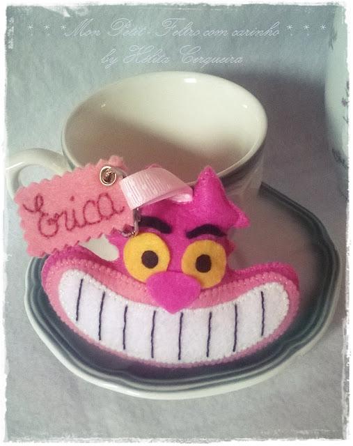 Chaveiro-em feltro-personalizado-Alice no País das Maravilhas-gato de Cheshire-gato risonho