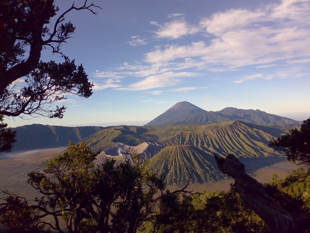 full picture Bromo Mountain Indonesia