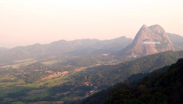 Pedesaan Purwakarta yang asri terlihat dari jalur pendakian Gunung Lembu