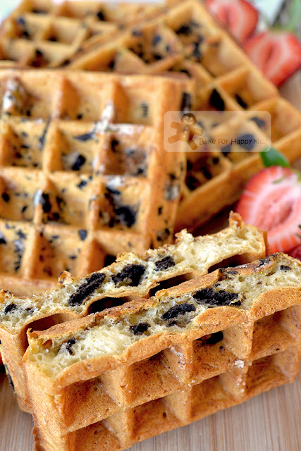 easy crispy Oreo waffles cookies and cream waffles