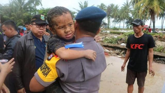 Kuasa Allah! 12 Jam Tertimbun Puing Bangunan Akibat Tsunami, Bocah 5th Ditemukan Selamat